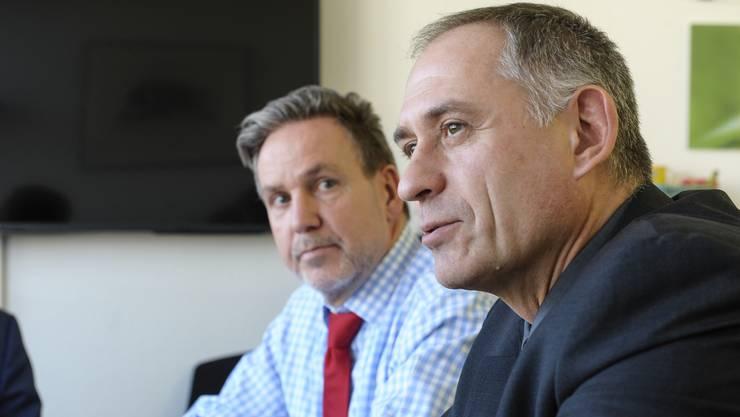 Stefan Popp (hinten) und Hans-Peter Wessels nehmen Stellung zur aktuellen Kritik an den BVB.
