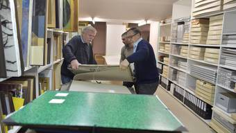 Künstlerarchiv: Der Umzug an den neuen Standort in die Zivilschutzanlage beim Werkhof ist beinahe abgeschlossen. Roland Schwob (links) und  Hanspeter Crivelli