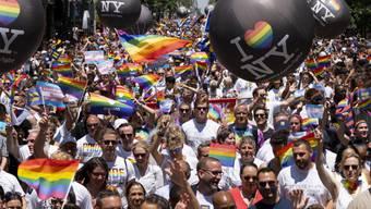 Umzug am Sonntag in New York am Sonntag in New York für die Gleichberechtigung aller Liebesformen.