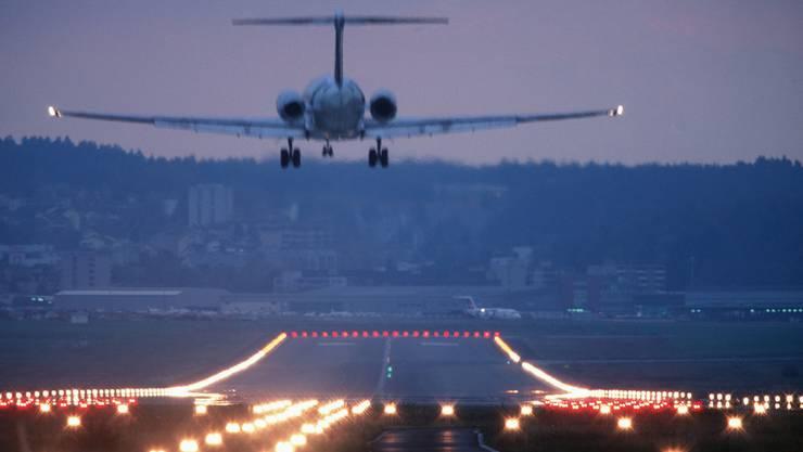 Der Grenzwert für den in der Nacht genehmigten Fluglärm wird  oft überschritten (Themenbild).