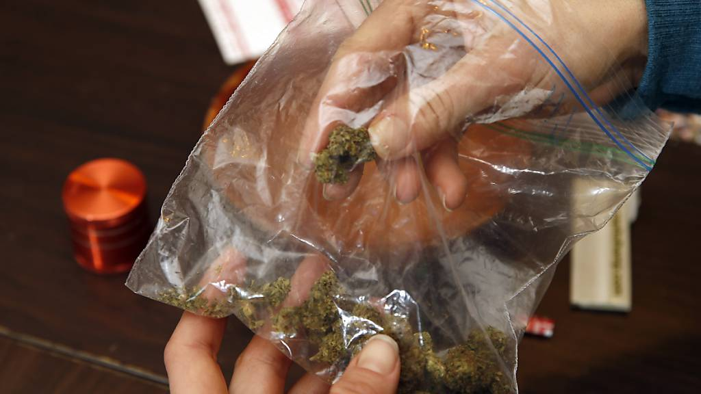 Mit Drogen die AHV aufgebessert: Dealer-Rentnerin verurteilt