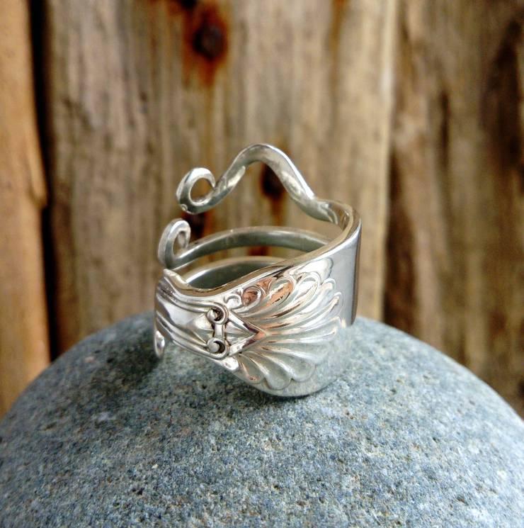 Silberring aus einer Gabel der englischen Upcycle-Künstlerin Megan Woolford.