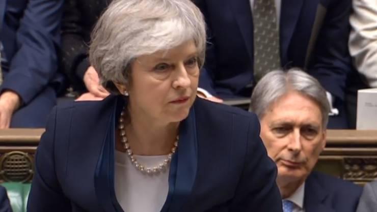 «Das Unterhaus hat gesprochen und die Regierung wird zuhören», teilte die Regierungschefin Theresa May unmittelbar nach der Abstimmung mit.