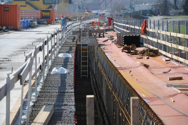 Auf der Nordseite des Aabach-Viadukts haben die Betonierarbeiten für die Verbreiterung bereits begonnen.
