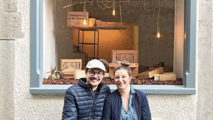 Reana Hostettler und ihr Mann Jan Durrer. Er ist für den Onlineshop zuständig.