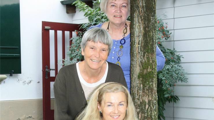 Cinzia Michel (vorne), Marianne Studler (Mitte) und Etelka Rüegger (hinten) organisieren das Ökumenische Morgentreffen. cfü
