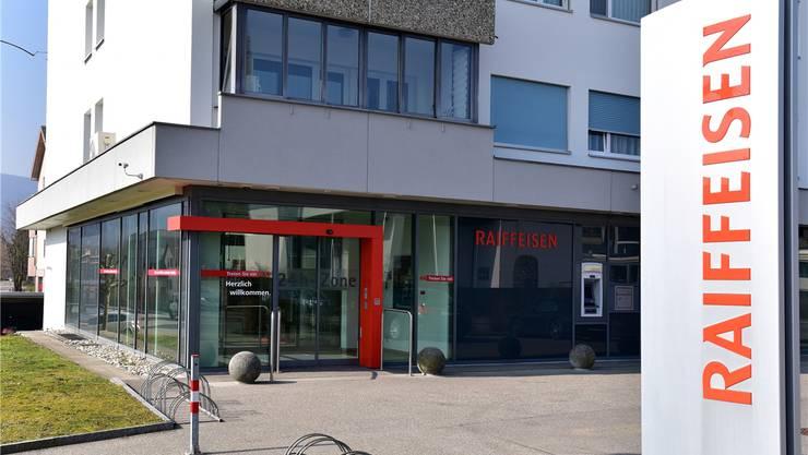 Die Raiffeisenbank in Däniken wurde Anfang April 2018 überfallen. (Archiv)