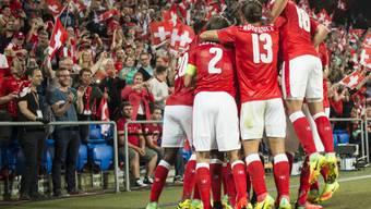 Die Schweizer Nationalmannschaft rückt dank dem 2:0-Heimerfolg zum Auftakt der WM-Qualifikation gegen Portugal um zwei Positionen auf Platz 16 vor
