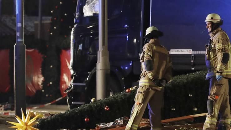 Ein Lastwagen raste auf einem Weihnachtsmarkt in Berlin am Breitscheidplatz am 19. Dezember 2016 in eine Menschenmenge. Zwölf Personen kamen dabei ums Leben. (Archivbild)
