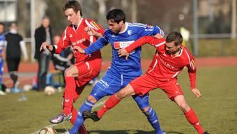 Hatte mit Cham wenig Glück gegen seinen Ex-Club FC Wohlen: Michael Diethelm (Mitte).  AWA