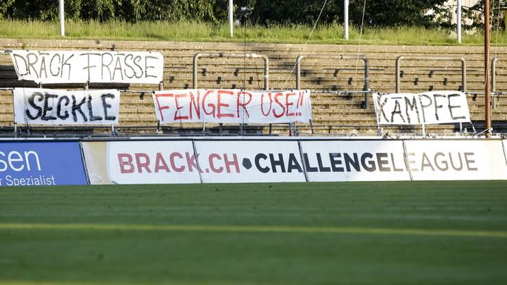 Die Fans haben den FCA-Spielern eine klare Ansage hinterlassen.
