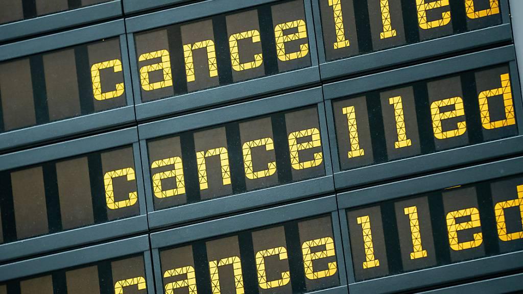 Neuer Einbruch im Flugverkehr über Weihnachten