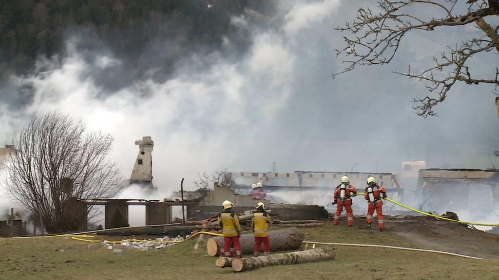 Weiler oberhalb von Bauma (ZH) brennt komplett nieder