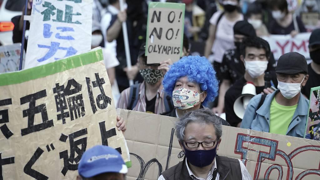 Demonstranten protestieren gegen die Durchführung der Olympischen Spiele