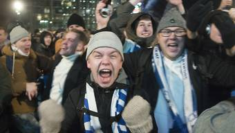Finnische Fans bejubeln die EM-Qualifikation