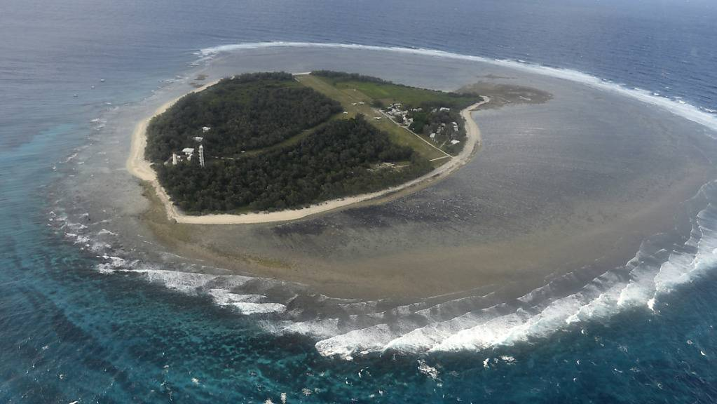 ** FILE**  A Friday, May 10, 2013 file photo shows an aerial view of Lady Elliott Island. The 45 hectares island is the southernmost coral cay of the Great Barrier Reef.  Australia's Great Barrier Reef will not be listed as endangered but will remain under watch because of «major threats» to its health, a draft recommendation released Friday, May, 29, 2015 by UNESCO to the UN's World Heritage Committee. (AAP Image/Dan Peled) NO ARCHIVING