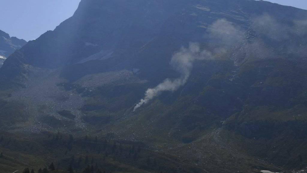Am Simplonpass im Wallis ist ein Kleinflugzeug abgestürzt. Der Pilot und zwei Passagiere kamen ums Leben.