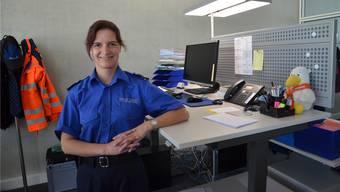 Evelyne Matzinger im noch nicht fertig eingerichteten Polizeiposten Sins.