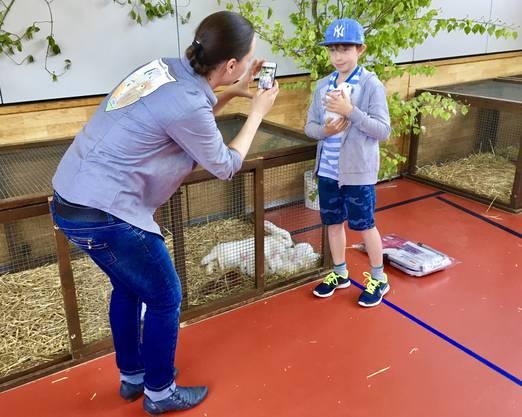 Kinder und viele Erwachsene besuchten am 30. April die KGZV-Jungtierschau des Kaninchen- und Geflügelzüchtervereins Waldenburg und Umgebung in Oberdorf