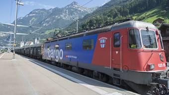 SBB Cargo soll Teil des SBB-Konzerns bleiben. Das Unternehmen soll aber mehr Freiheiten bekommen. (Archivbild)