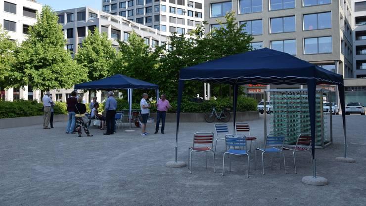 Gemäss Stadtpräsident Roger Bachmann (SVP) sind die Pavillons und Stühle noch nicht das Gelbe vom Ei – als provisorische Massnahme aber ein erster Schritt.
