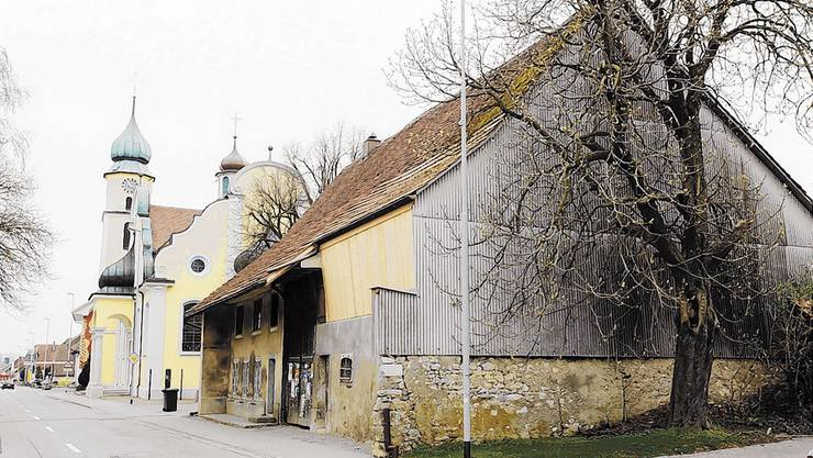 Die Besitzerfamilie hat für das Haus neben der Kirche ein Abbruchgesuch gestellt (Bild: Hansruedi Aeschbacher)