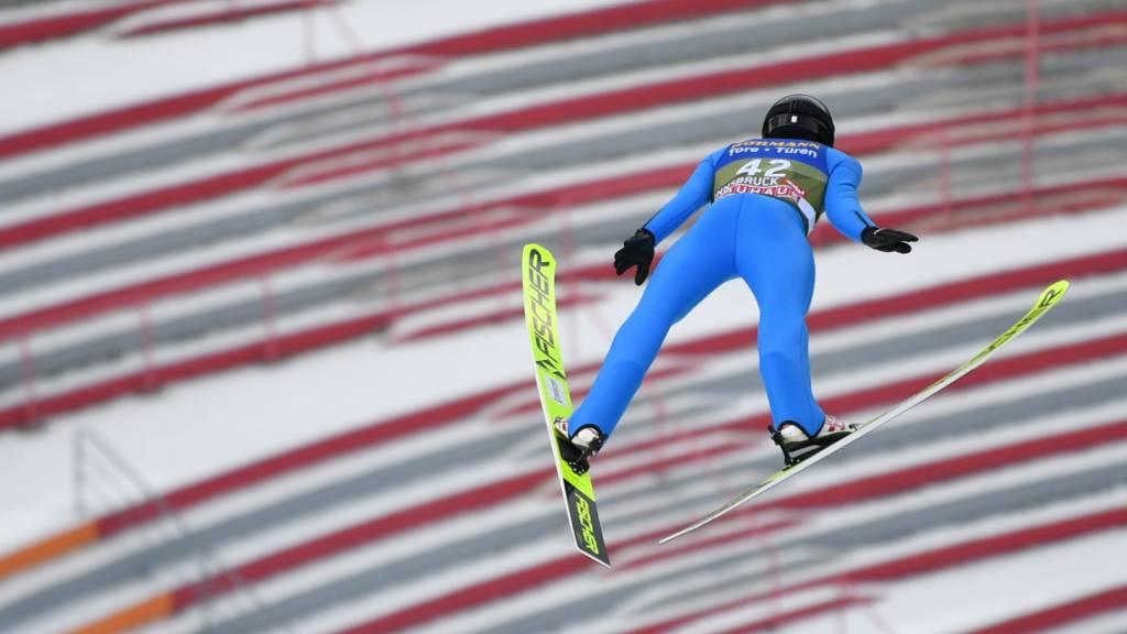 Gregor Deschwanden fliegt in Innsbruck in den leeren Kessel.