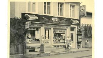 Ladenfront aus den mittleren 1950er-Jahren: das Raucher- und Leseparadies von Margrit Schnyder an der Aarauerstrasse 97.