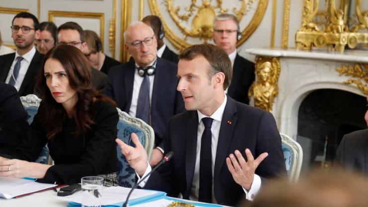 """Frankreichs Staatspräsident Emmanuel Macron und die neuseeländische Premierministerin Jacinda Ardern am Mittwoch am """"Christchurch-Gipfel"""" in Paris, bei dem sie dem Online-Terror den Kampf ansagten."""