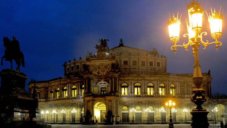 Die Semperoper in Dresden erhält im Oktober eine kleine Nebenbühne für Kammeropern (Archiv)