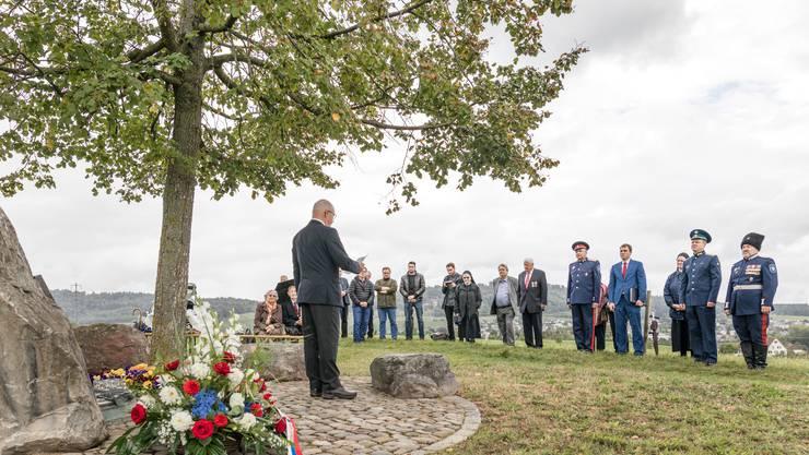 An der jährlich stattfindenden Gedenkfeier unter der Russenlinde wird auch die Freundschaft zwischen Russland und Unterengstringen gefeiert.