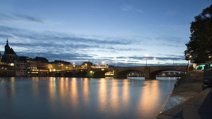Ein Mann ist bei einer Prügelei am Rheinufer in Basel ums Leben gekommen. (Themenbild)