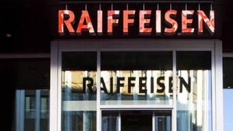 Die Raiffeisenbank-Filiale in Dornach wurde überfallen (Symbolbild)