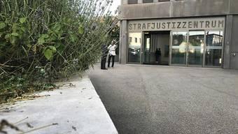 Im Sterbehilfe-Prozess vor dem Baselbieter Strafgericht im Strafjustizzentrum in Muttenz halten  Staatsanwaltschaft und Verteidigung ihre Plädoyers.