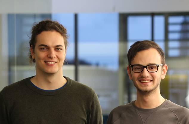 Florian Gyger (Rombach, links) und Emin Khateeb (Rotkreuz) haben die App entwickelt.