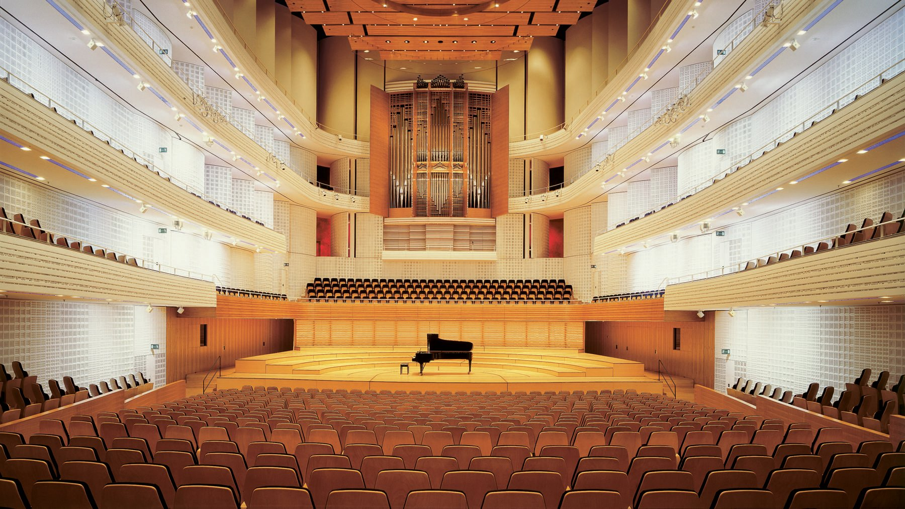 2_Konzertsaal_Buehne_Fluegel