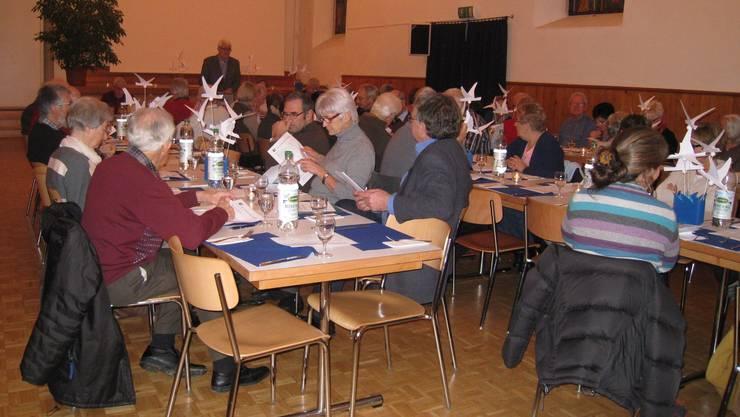 Mitgliederversammlung in der alten Kirche.