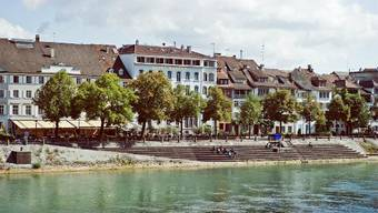 Auf dieser Höhe des Rheinufers fiel der sturzbetrunkene Mann in den Fluss.
