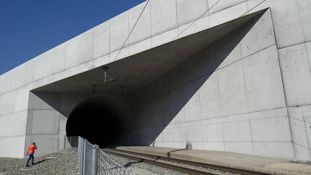 Auf schweizerischem Terrain (im Bild der Lötschbergtunnel) können Güterzüge mit Ladungen von vier Metern Eckhöhe bereits verkehren - nun zieht Italien mit dem Ausbau nach.