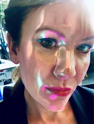 Wie in flüssiges Plastik getaucht: die Autorin im Selbsttest mit dem Instafilter Beauty 3000.