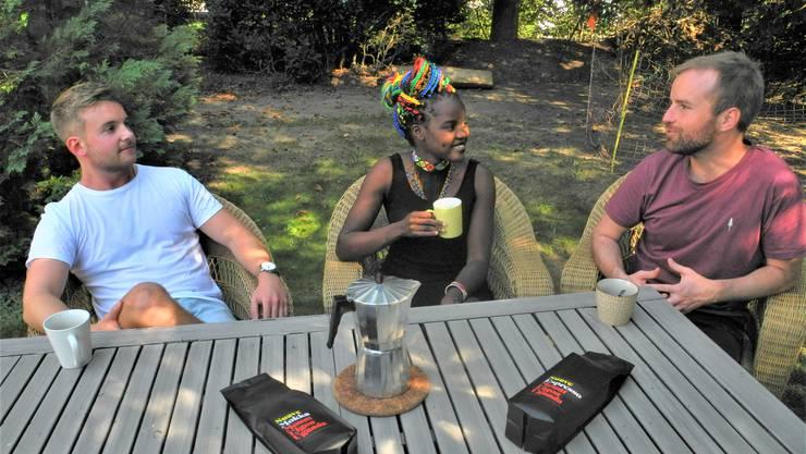 Alain Willi, Amaru und Johannes Küng möchten mit ihrem Onlineshop «Five Good Goods» für gerechte Löhne im Herkunftsland des Kaffees sorgen.