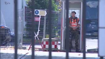 In Aarau wird kiloweise Sprengstoff vermisst. In Thun haben sich Schüsse von einem Maschinengewehr gelöst und ein Haus beschädigt.
