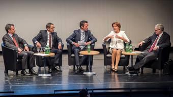 Von links: Daniel Kübler, Urs Hofmann, Moderator Patrik Müller, Renate Gautschy, Kurt Fluri.