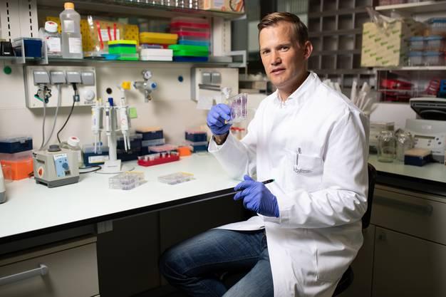 Virologe Hendrick Streeck in seinem Bonner Labor: «Corona besiegen wir durch die Kombination aus Impfung und Immunität.»