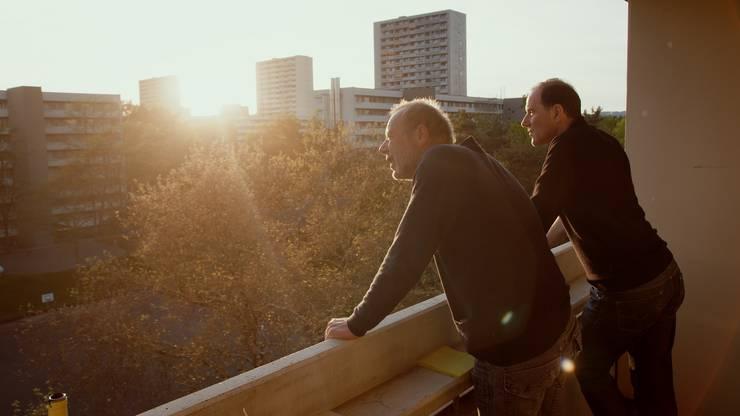 Der Dokumentarfilm von Aron Nick knüpft dort an, wo «Dr Tscharniblues» vor vierzig Jahren aufgehört hatte.