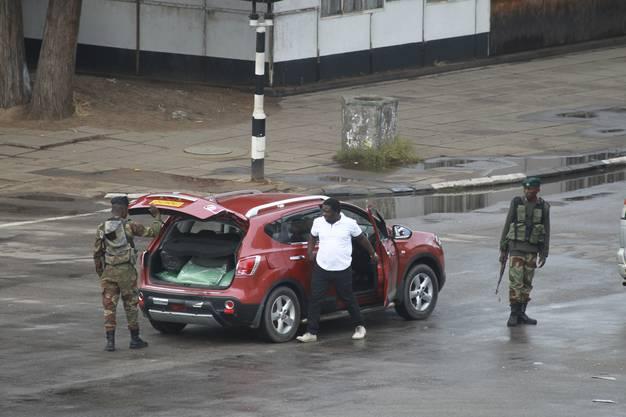 Das Militär übernimmt die Kontrolle in den Strassen der Hauptstadt Harare.