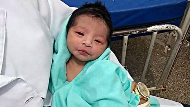 Lebendig begrabenes Baby überlebt unter der Erde