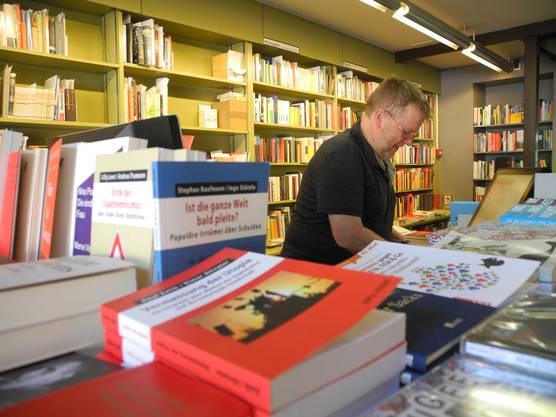 Martin Bosshard in der Buchhandlung im Volkshaus