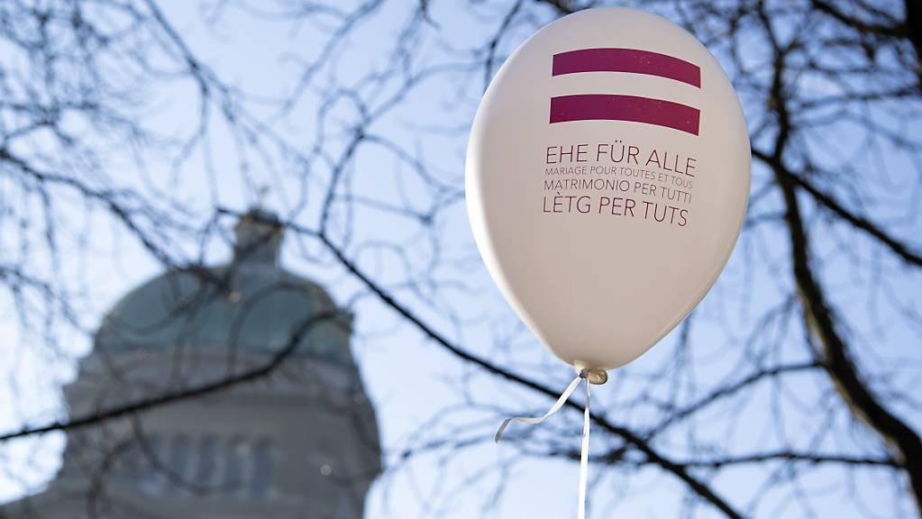 Am 26. September entscheidet das Volk: Ein Ehe-für alle-Ballon an einer Aktion im Februar 2019. (Archivbild)