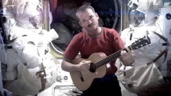 Astronaut Chris Hadfield singt im All (Archiv)